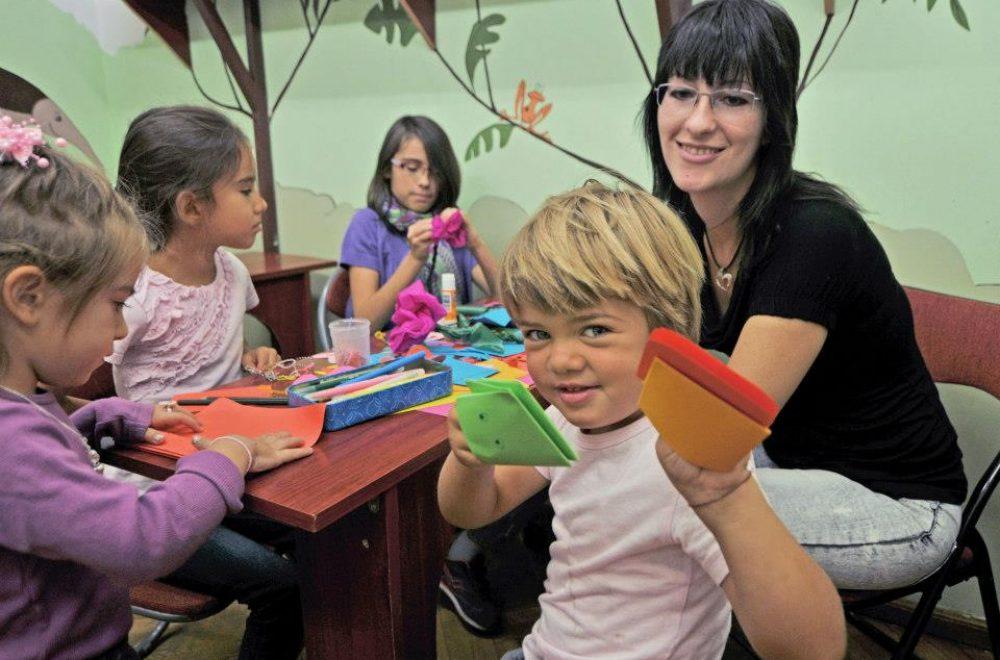 Създаваме безопасна и вдъхновяваща среда за нашите деца, в която те свободно изразяват себе си, усвояват новите познания според собствените си личностни характеристики и силни страни.Работим за усвояване на учебния материал чрез интерактивни методи, благодарение на които детето се чувства сътворец в процеса. Учим чрез преживяване. Учим чрез игра и творчество. Работим с родителите за развитието на децата. Допълваме учебния процес в училище с новаторски подход, вдъхновяващи учители, богата творческа програма.